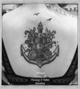 Leuchtturm, Anker und Meer Tattoo