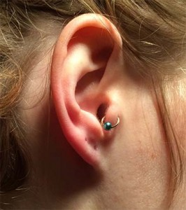 Tragus Ohrpiercing