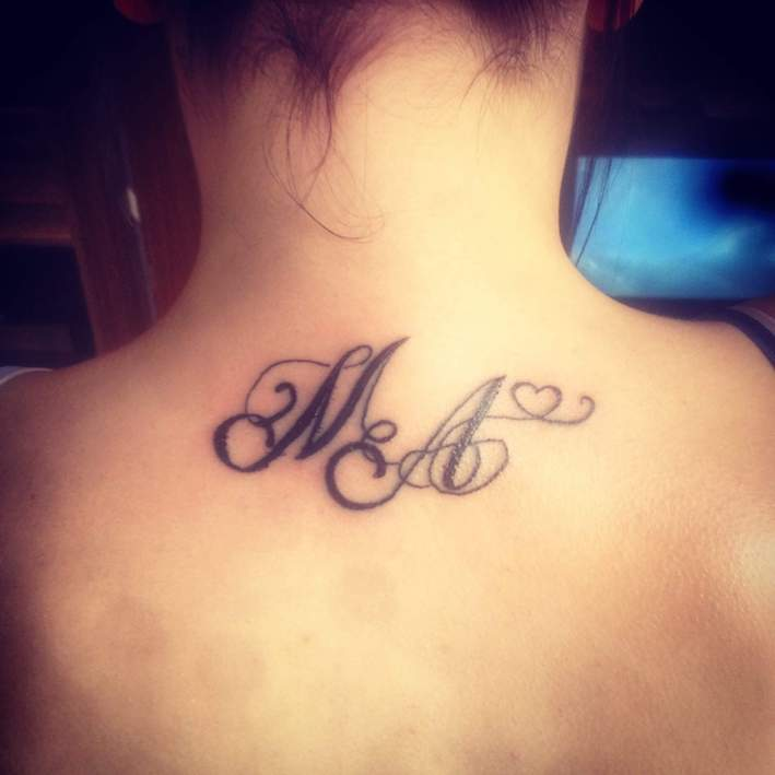 MA mit Herz Tattoo