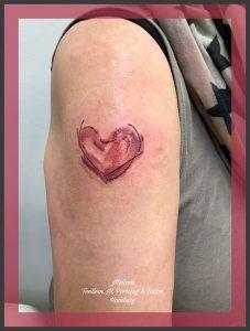 Aquarell trash Herz Tattoo